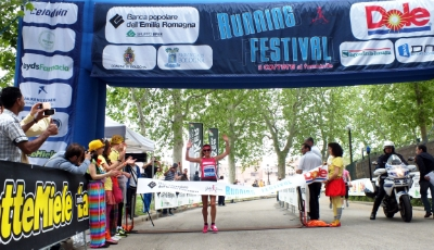 Valeria Straneo, winner of the JJ Running Festival 2013